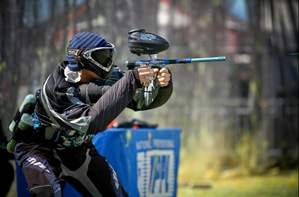Jason Edwards playing pro paintball - Photo by Jeff Stinson